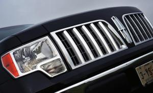 2010-lincoln-mark-lt-grille-and-headlight-mexican-spec-photo-295504-s-1280x782